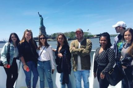 see sights of Circle Line Sightseeing Landmarks Cruise